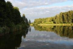 平静的Sunset湖 免版税图库摄影