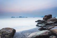 Sunset along the stony coast Royalty Free Stock Photography