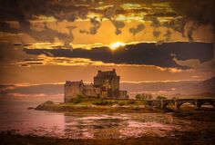 Free Sunset At Eilean Donan Castle Royalty Free Stock Photo - 182538585