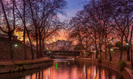 Sunset by the city river Royalty Free Stock Images