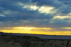 Sunset clouds on a desert mountain Royalty Free Stock Photos