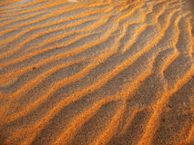 sunset fale tło piasku. Zdjęcie Stock