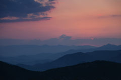 Sunset in the foggy mountains Royalty Free Stock Photography