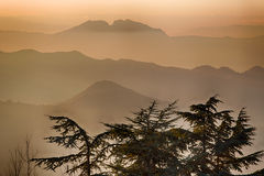 Sunset on hilltops in the mist Royalty Free Stock Photos