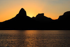 Sunset Lagoon Rodrigo de Freitas (Lagoa), mountain, Rio de Janei. Sunset Lagoon Rodrigo de Freitas (Lagoa), water, sky, mountain Two brothers, Stone of Gavea Royalty Free Stock Image