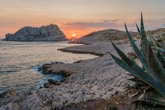 Sunset in Les Goudes, close to Marseille. Sun disappearing between two mountains in Les Goudes Stock Photography