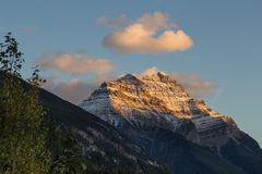Sunset lights on mountain top in the canadian rockies. Alberta, Canada stock images