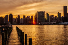Sunset Manhattanhenge at Midtown Manhattan Skyline, New York Uni Stock Photos