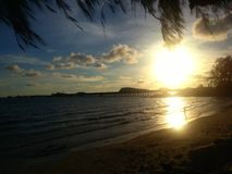 海滩& SUNSET@NANGRUM 免版税库存照片