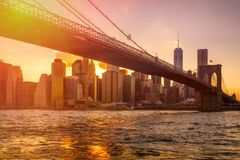 Sunset in New York with a view of the Brooklyn Bridge and Lower Manhattan Stock Images