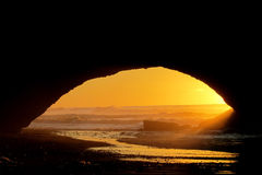 Sunset at the ocean shore arch silhouette Royalty Free Stock Photos