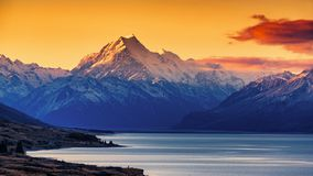 Sunset Of Mount Cook And Lake Pukaki Stock Images