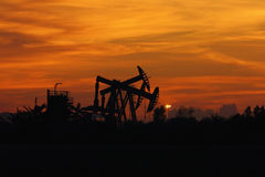 Sunset oil pump jack Royalty Free Stock Photography