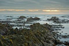 Sunset over crashing waves Royalty Free Stock Photography