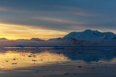 Sunset over idyllic lagoon with mountains and icebergs in the ba Royalty Free Stock Photography