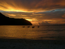 Sunset over Loh Dalam Bay, Phi Phi Island Thailand Stock Photos