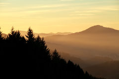 Sunset over misty mountains Royalty Free Stock Images