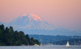 Sunset Over Mount Rainier Royalty Free Stock Photo