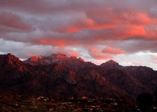 Sunset over the  mountains in Tucson, Arizona Royalty Free Stock Images