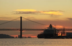 Sunset on river Tejo (Lisbon) Royalty Free Stock Photos