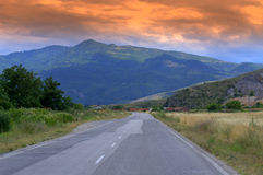 Sunset road to mountains Royalty Free Stock Photography