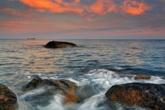 Sunset on the rocky coast Royalty Free Stock Images
