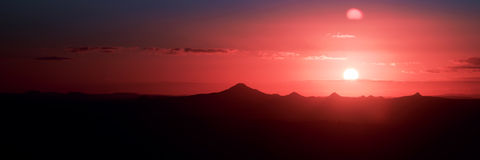 Sunset silhouette over the mountain Royalty Free Stock Photography
