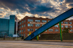 Sunset sky over the Howard Street Bridge and buildings at the Ma Stock Photography