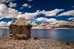 Sunset at Tso Moriri Lake with Buddhist stupa Royalty Free Stock Photos