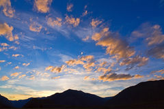 Sunset twilight mountains Royalty Free Stock Photography
