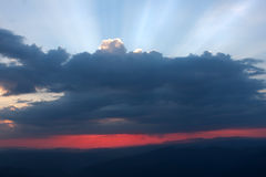 Sunset view with clouds. And sun rays Royalty Free Stock Photos