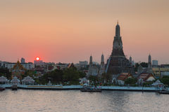 Sunset at Wat arun ratchawararam Royalty Free Stock Photo
