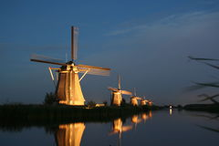sunset windmills Στοκ εικόνα με δικαίωμα ελεύθερης χρήσης
