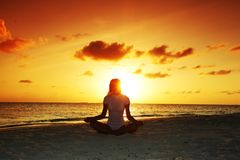 Sunset yoga woman Royalty Free Stock Photos