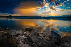 Sunsetorzonsopgang over rivier royalty-vrije stock foto
