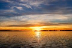 SunsetOver un lac Photos stock