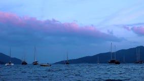 Sunsets en boten in de baai van Marmaris stock video