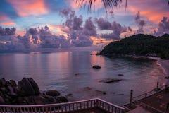 Sunsets en sunrises bij Cristal-Baai, Samui, Thailand Stock Afbeelding