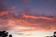 Sunsets-2 nuvoloso variopinto immagini stock libere da diritti