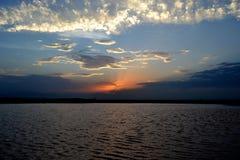 Sunsetting i horisonten arkivbilder