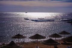 Sunshade plażowy czerwony morze Fotografia Royalty Free
