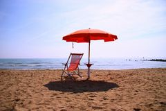 Sunshade and sunlounger Stock Photography