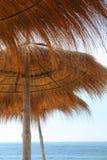 Sunshades en overzees Royalty-vrije Stock Fotografie
