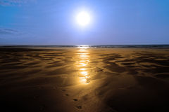 Sunshine reflected on a golden beach Royalty Free Stock Photos