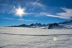 Sunshine and wispy clouds over Franz Josef glacier stock photography