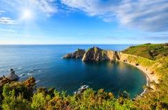 Sunshiny Del Silencio strand (Asturias, Spanien) Royaltyfri Fotografi