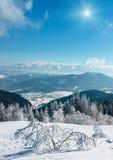 Sunshiny snöig landskap för vinterberg Royaltyfria Foton