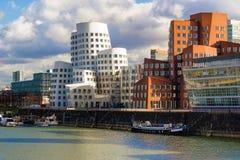 Sunsine и шлюпки на гавани в Дюссельдорфе, Германии средств массовой информации Стоковое фото RF