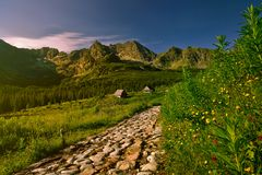 Sunsrise i den Gasienicowa dalen Tatra berg Arkivbilder