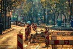 Sunsstreet under f?r rekonstruktion solsken tidigt p? morgonen royaltyfria foton